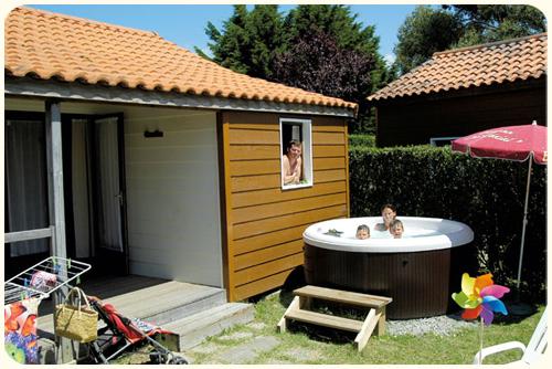 Chalet spa jacuzzi 6 places 2 chambres 35 m tv pornic - Chambre avec jacuzzi privatif region parisienne ...