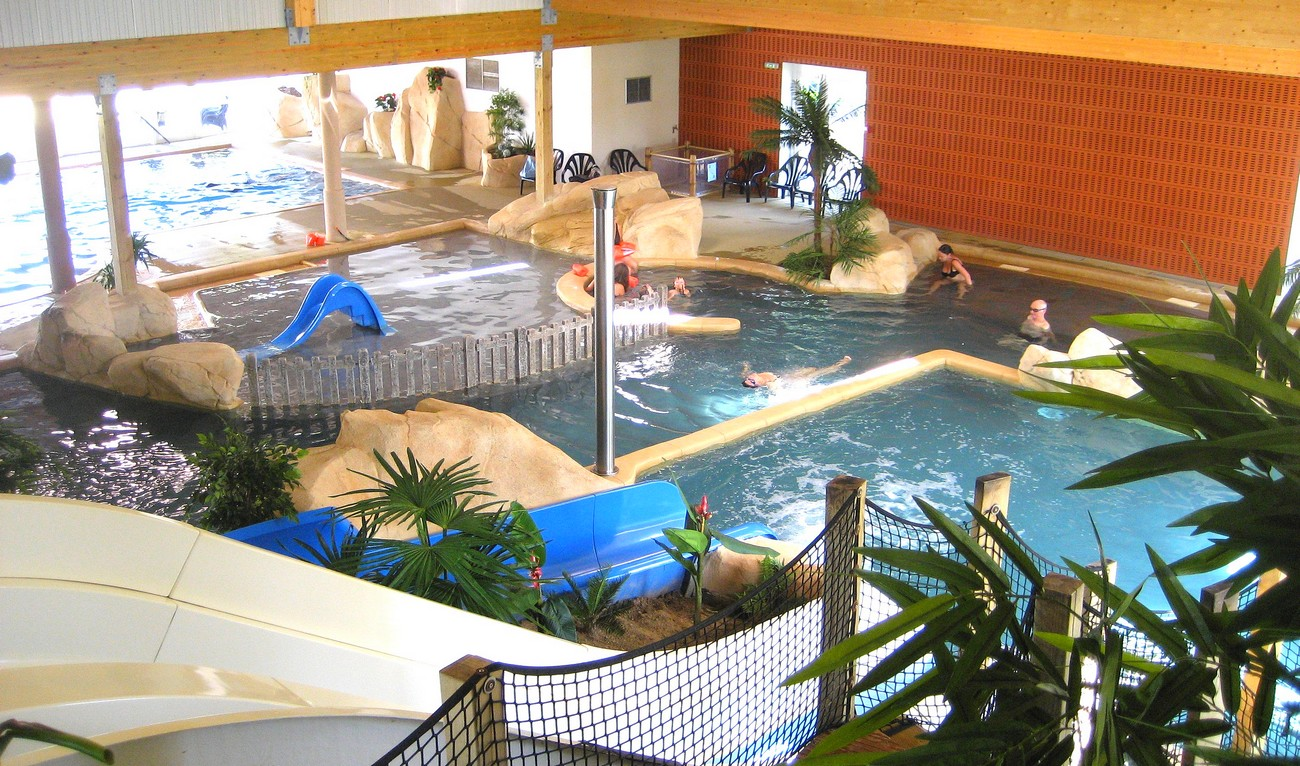 camping piscine couverte